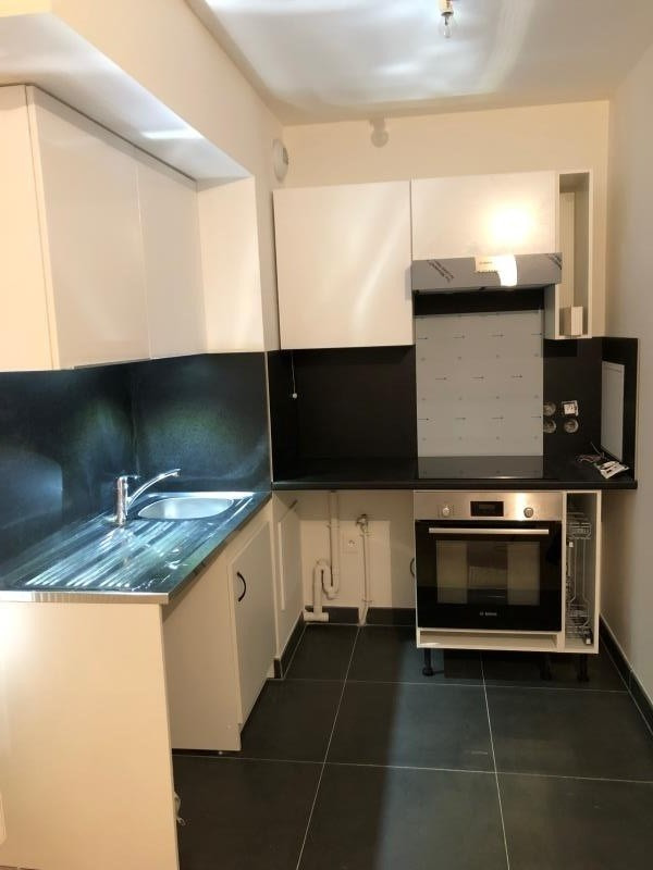 Rental apartment Viroflay 930€ CC - Picture 1
