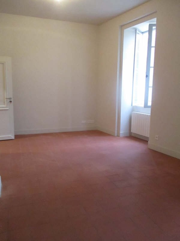 Location appartement Nimes 617€ CC - Photo 2