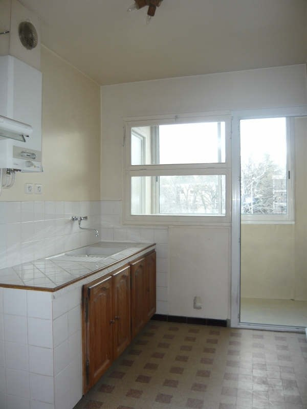 Rental apartment Aix en provence 858€ CC - Picture 3