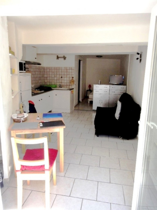 Location appartement Saint-mitre-les-remparts 440€ CC - Photo 2