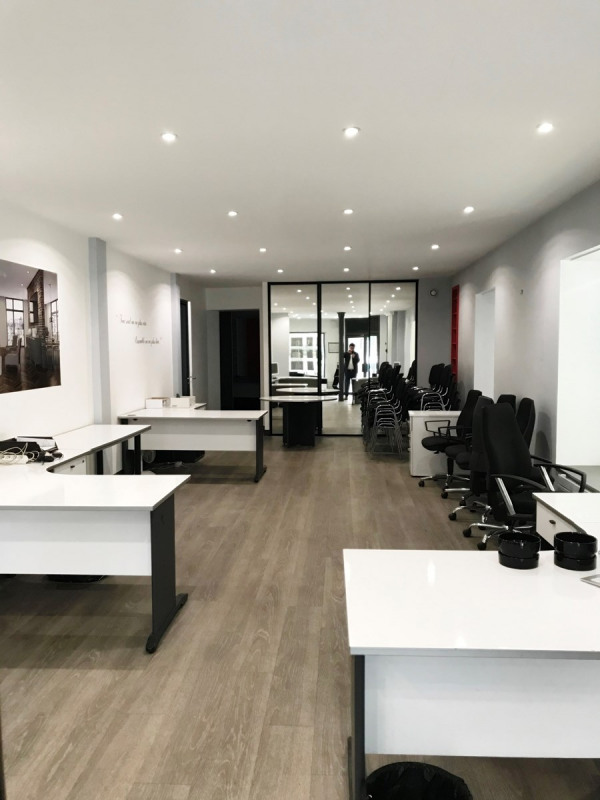 Location local commercial Asnieres sur seine 2 690€ CC - Photo 1