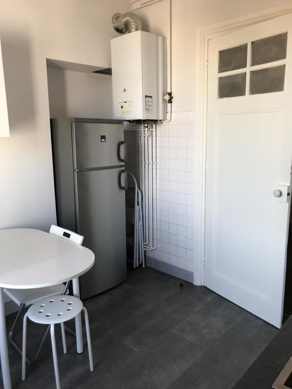 Locação apartamento Ecully 937€ CC - Fotografia 6