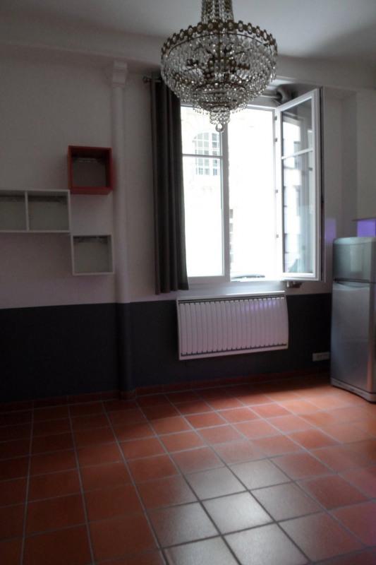 Location appartement Paris 8ème 1007€ CC - Photo 1