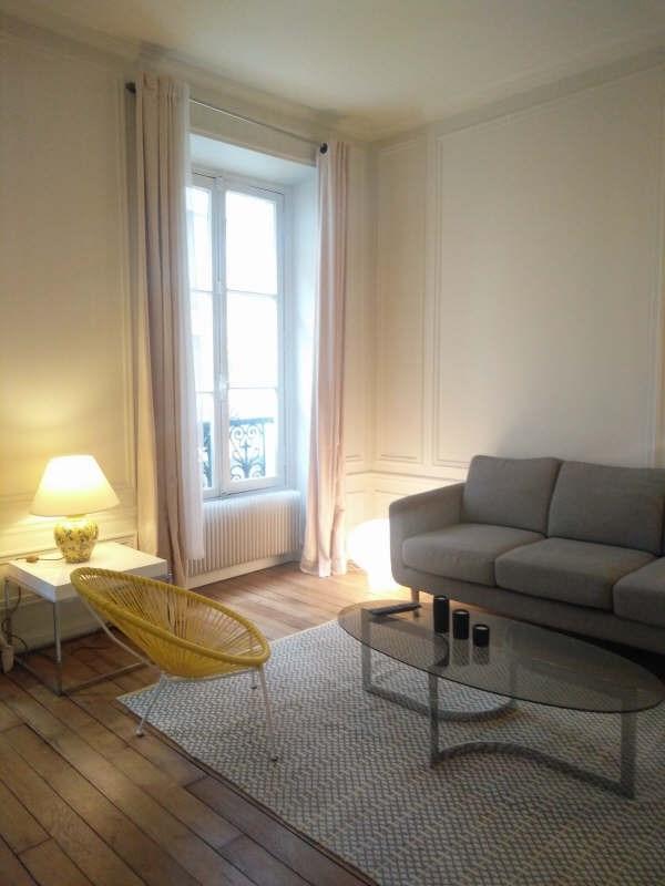 Rental apartment Paris 7ème 1735€ CC - Picture 1