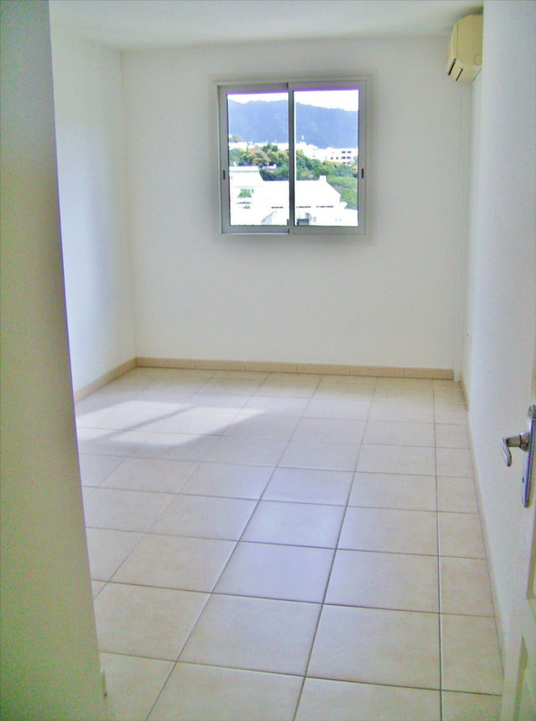 Rental apartment Sainte clotilde 810€ CC - Picture 5