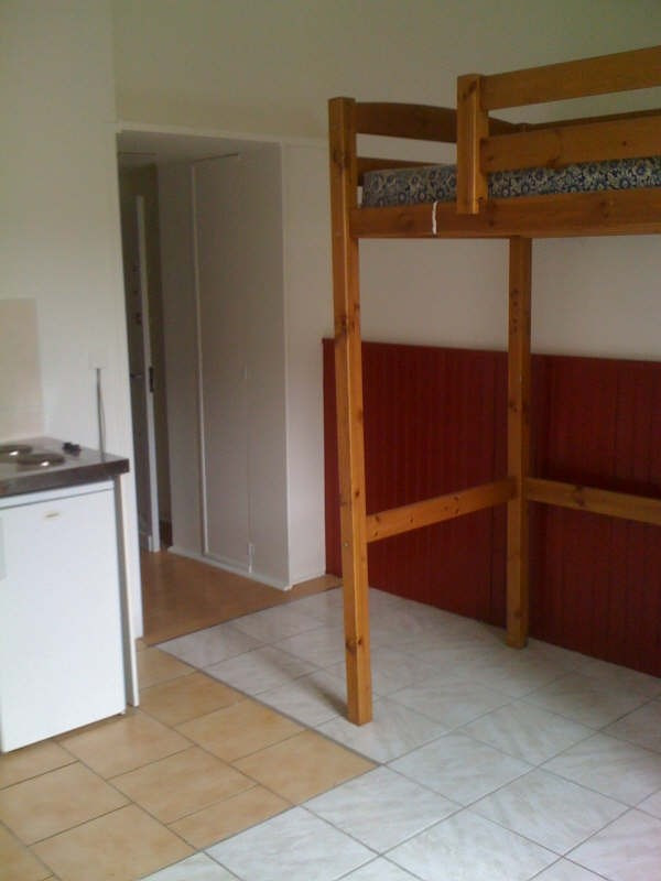 Rental apartment Branne 305€ CC - Picture 1