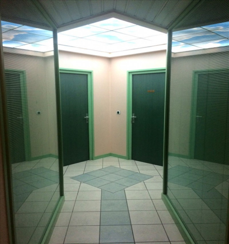 Sale empty room/storage Crecy la chapelle 205000€ - Picture 2
