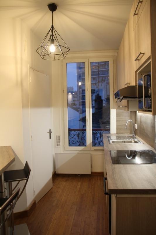 Location appartement Paris 20ème 950€ CC - Photo 1
