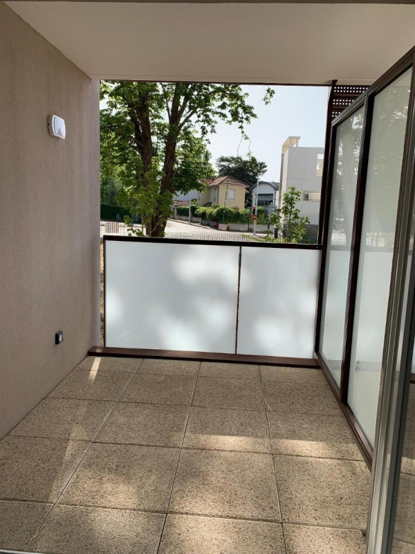 Rental apartment Bron 415€ CC - Picture 4