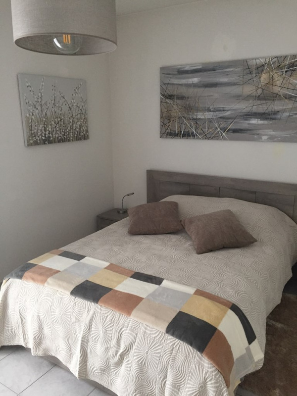 Rental house / villa Neuville sur saone 1000€ CC - Picture 2