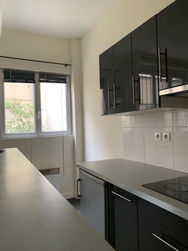 Revenda apartamento Paris 18ème 204000€ - Fotografia 3