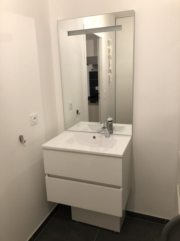 Location appartement Paris 20ème 950€ CC - Photo 9