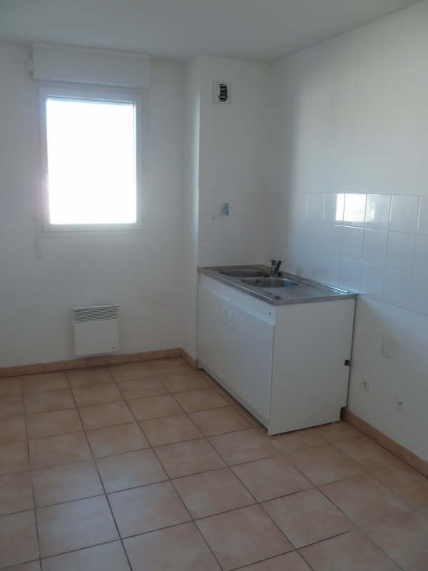 Rental apartment Seilh 639€ CC - Picture 6