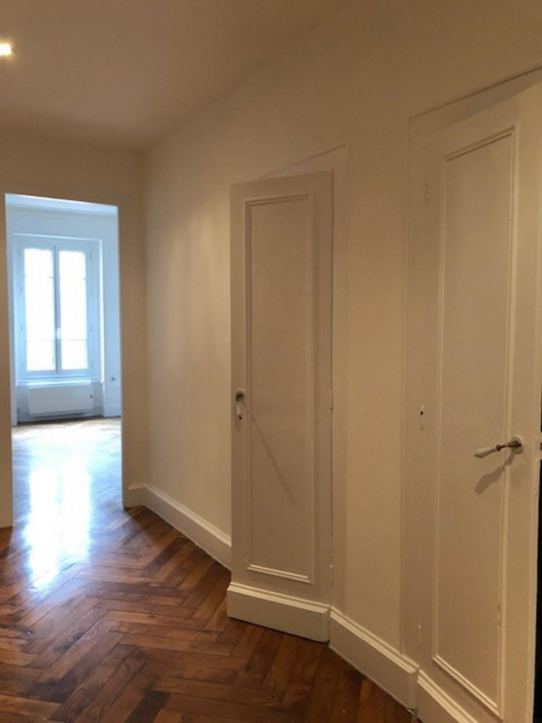 Location appartement Lyon 6ème 995€ CC - Photo 3