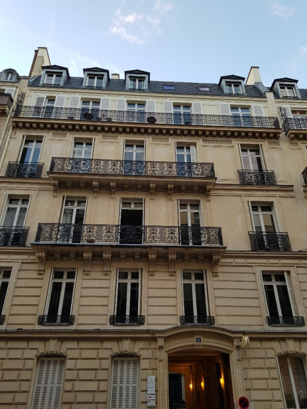 Location appartement Paris 8ème 1520€ CC - Photo 1
