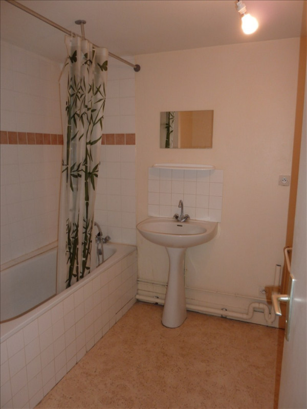 Rental apartment Vendome 285€ CC - Picture 4