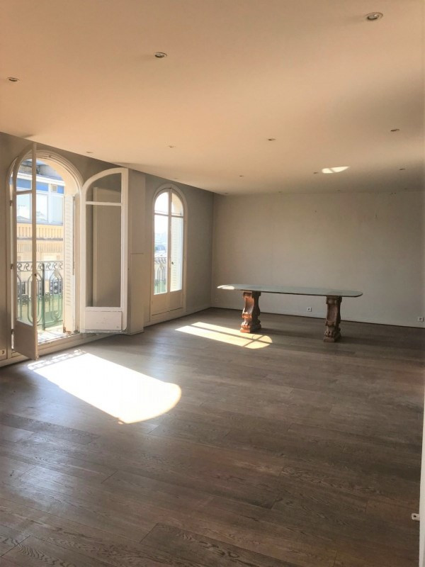 Location appartement Paris 7ème 4 900€ CC - Photo 3