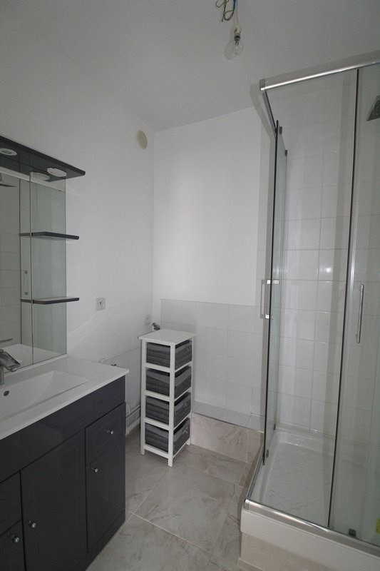 Rental apartment Maurepas 793€ CC - Picture 5