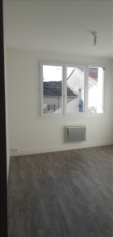 Rental apartment St macaire en mauges 450€ CC - Picture 2