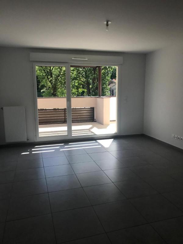 Rental apartment Bron 860€ CC - Picture 1