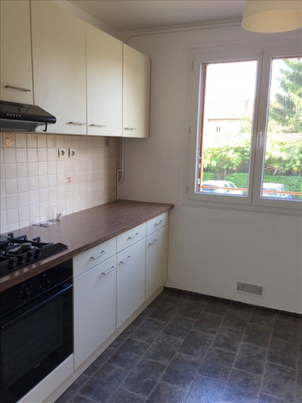 Location appartement Le mesnil le roi 846€ CC - Photo 2