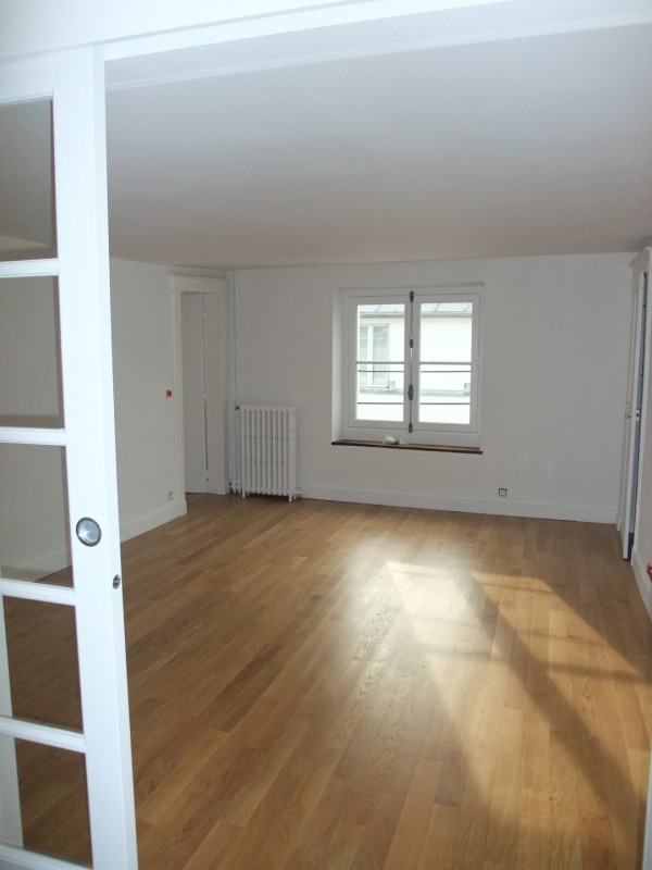 Location appartement Paris 8ème 2 300€ CC - Photo 3
