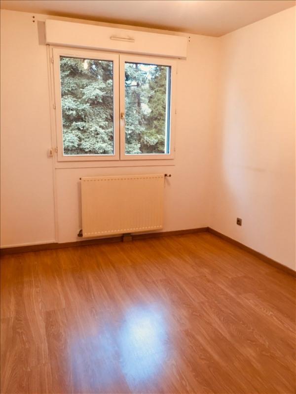Rental apartment Charbonnieres les bains 750€ CC - Picture 4