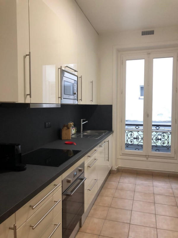 Rental apartment Paris 8ème 2 995€ CC - Picture 5