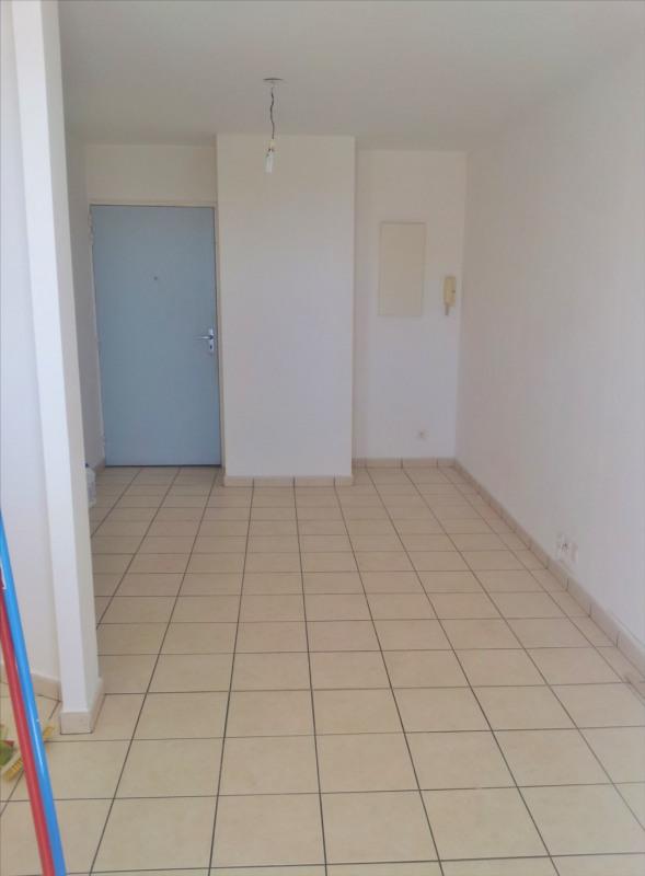 Locação apartamento Saint denis 595€ CC - Fotografia 3