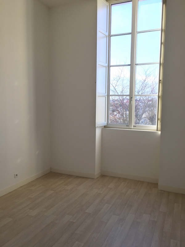 Location appartement Poitiers 652€ CC - Photo 2