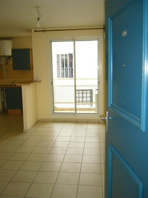 Location appartement St denis 373€ CC - Photo 1