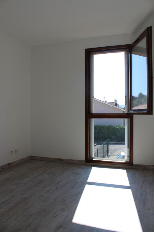 Location appartement Bourgoin jallieu 649€ CC - Photo 9