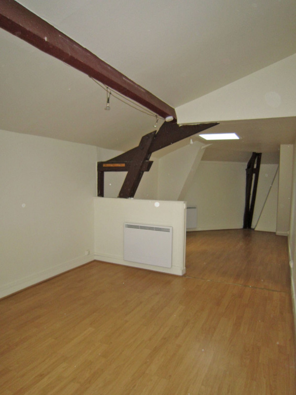 Location appartement Paris 18ème 725€ CC - Photo 2