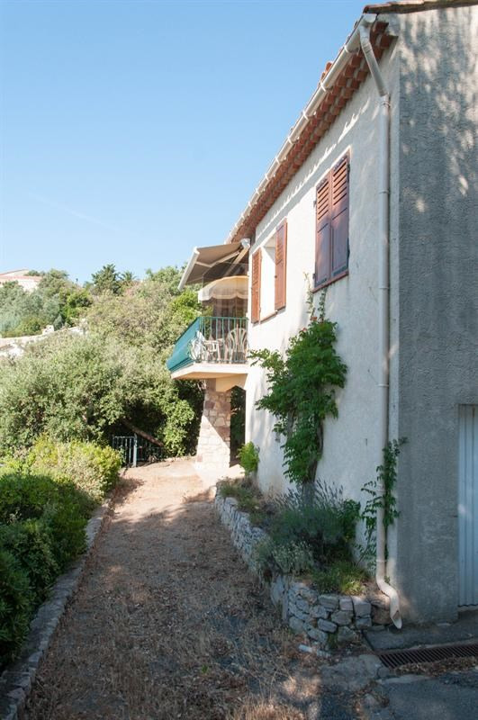 Location vacances maison / villa Les issambres 970€ - Photo 3