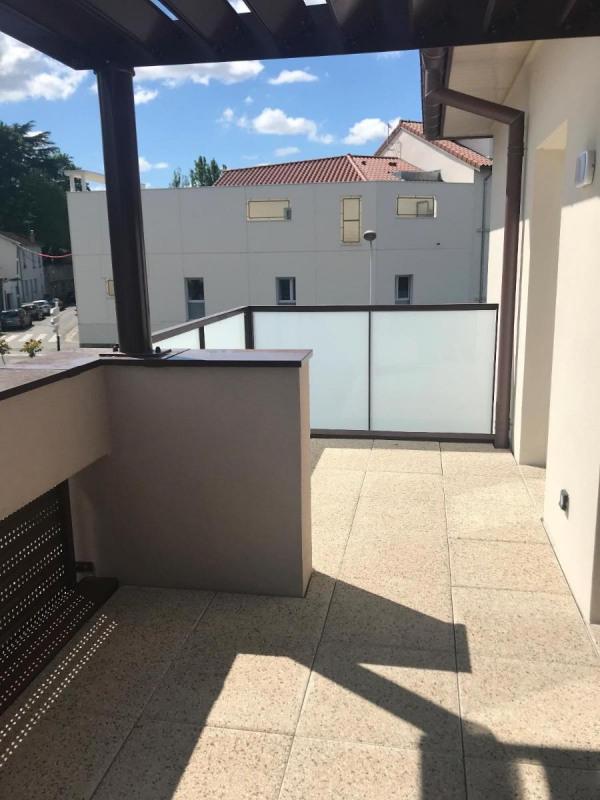 Rental apartment Bron 860€ CC - Picture 2