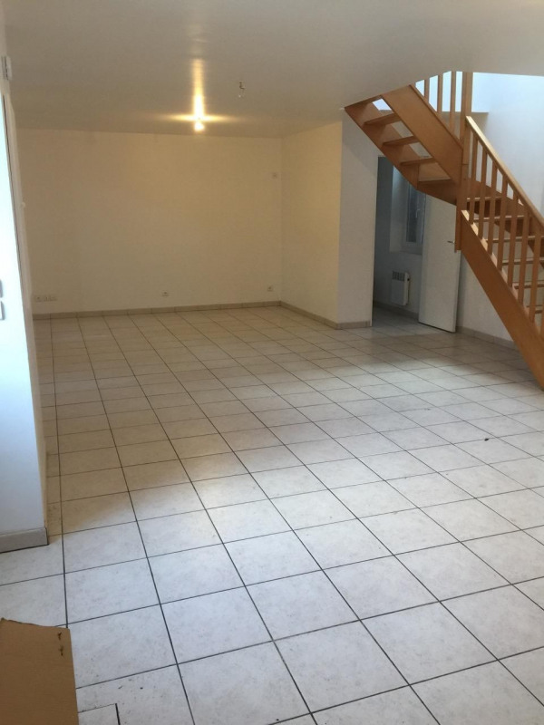 Rental house / villa Chambly 950€ CC - Picture 1