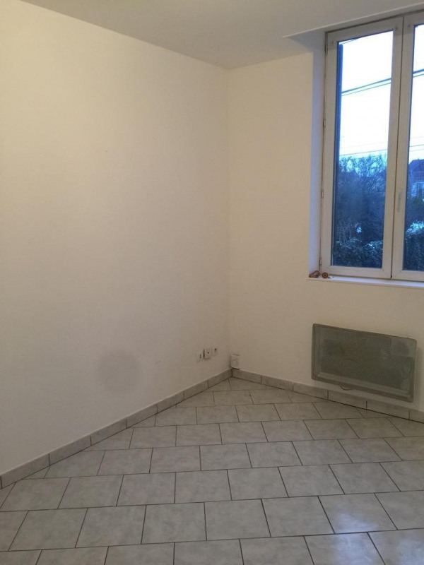 Rental apartment Neuilly en thelle 457€ CC - Picture 2