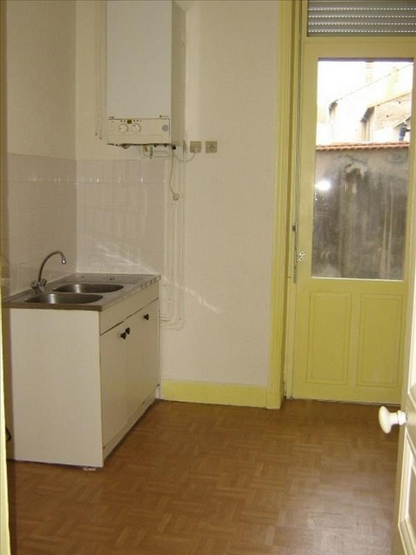 Location appartement Roanne 355€ CC - Photo 2