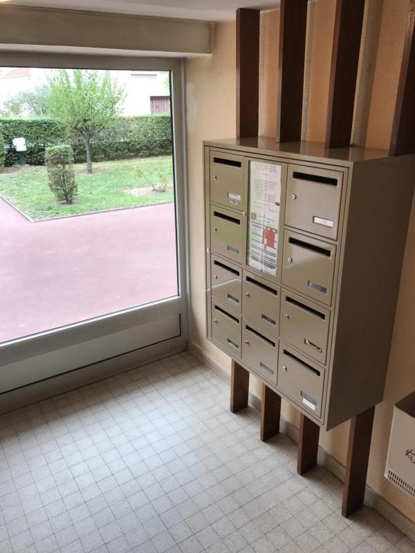 Sale apartment Pierre-bénite 105000€ - Picture 2