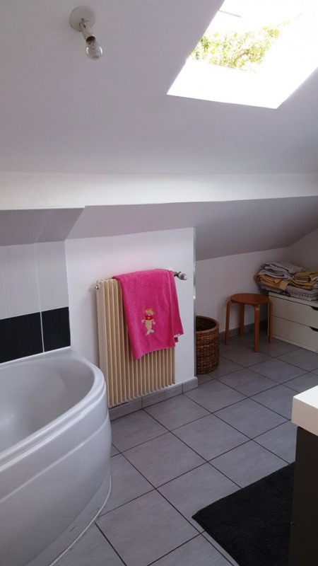 Location maison / villa Champagne au mont d'or 1 820€ CC - Photo 9