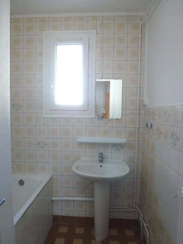 Rental apartment St uze 450€ CC - Picture 7