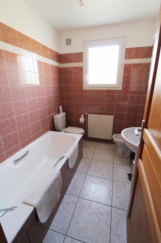 Rental house / villa Maurepas 1896€ CC - Picture 5