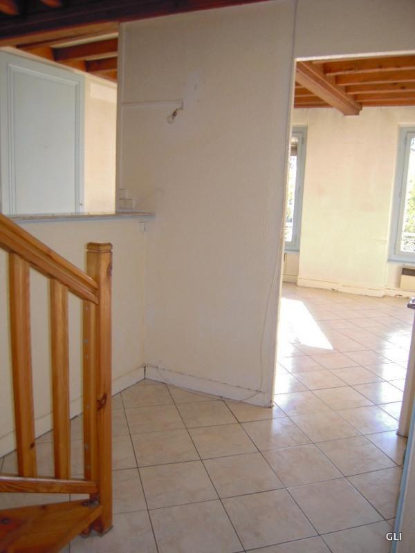 Rental apartment Lyon 7ème 890€ CC - Picture 2