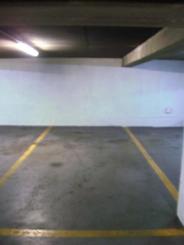 Rental parking spaces Paris 8ème 200€ CC - Picture 1