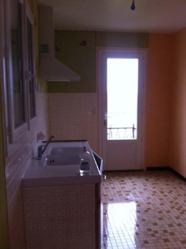 Location maison / villa Menigoute 630€ CC - Photo 2