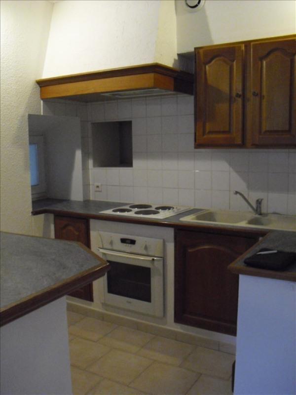 Rental apartment Eyguieres 509€ CC - Picture 2