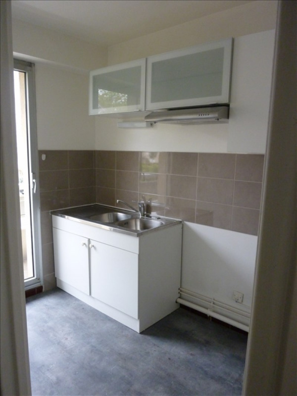 Rental apartment Poissy 741€ CC - Picture 1