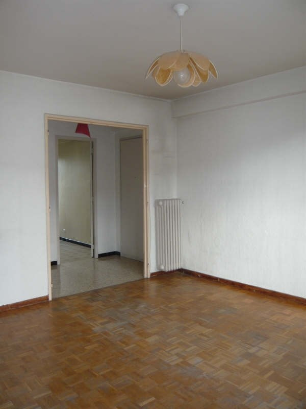 Rental apartment Aix en provence 858€ CC - Picture 2