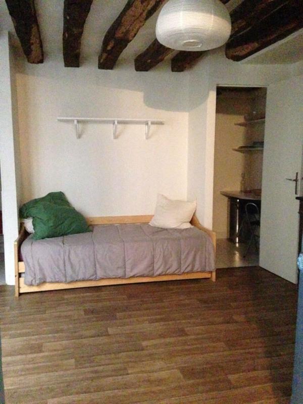 Rental apartment Paris 7ème 750€ CC - Picture 1