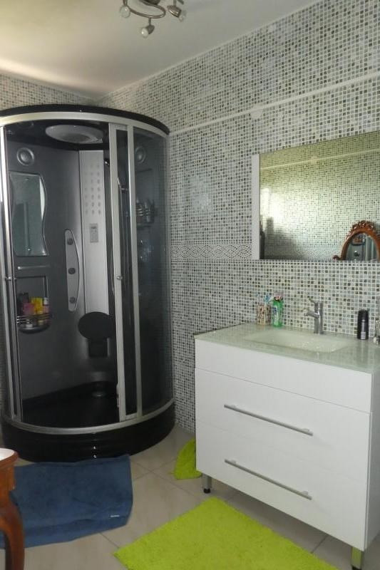 Revenda casa Le tampon 420000€ - Fotografia 5